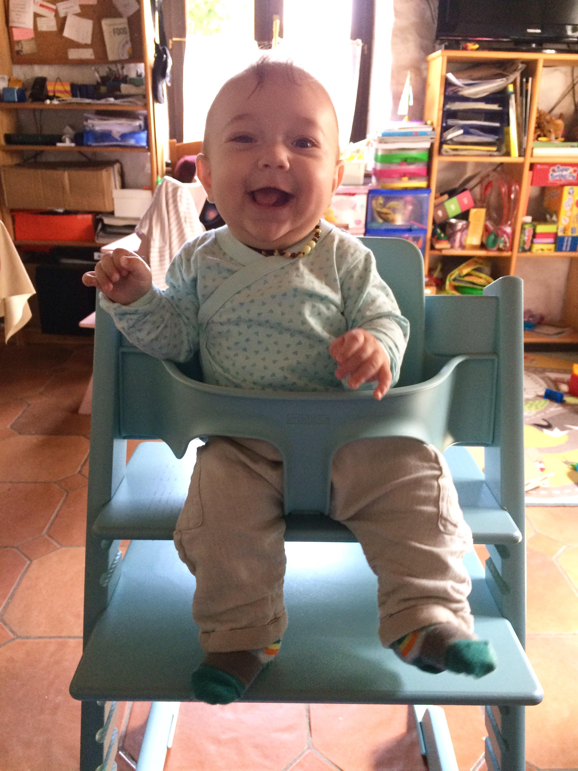 tripp-trapp-stokke-bébé-garçon-bleu-5-mois